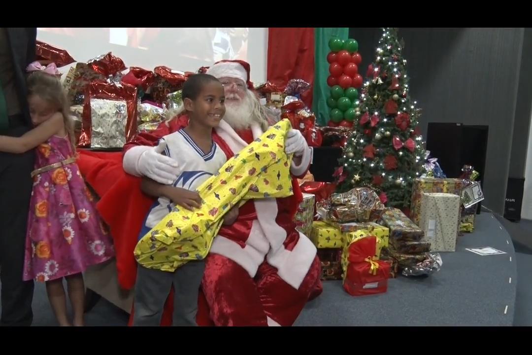 'Natal Solidário' realiza sonhos de crianças de escola pública